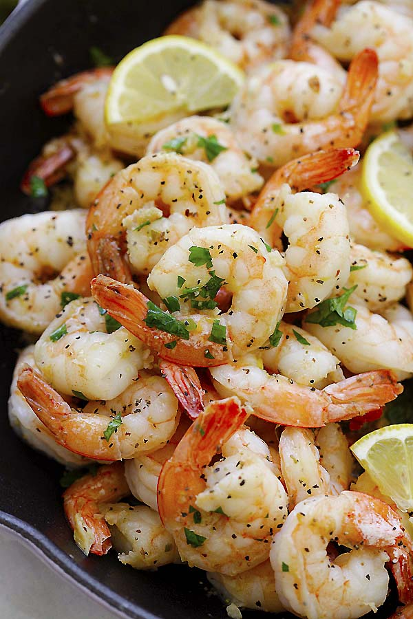 Sauteed shrimp with lemon juice and black pepper.