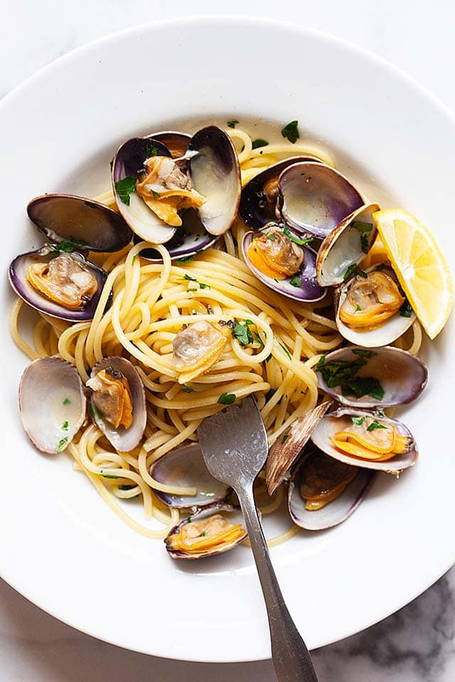 Spaghetti alle vongole, ready to serve.