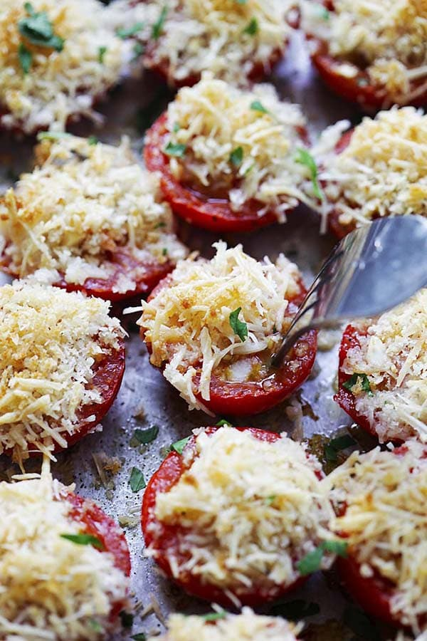 Easy and quick healthy Garlic Parmesan Roasted Tomatoes topped with Parmesan cheese and crispy breadcrumbs.