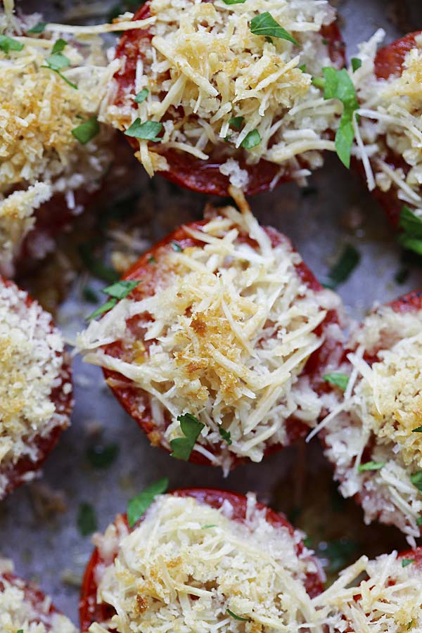 Healthy baked tomatoes topped with panko breadcrumbs and Parmesan cheese.