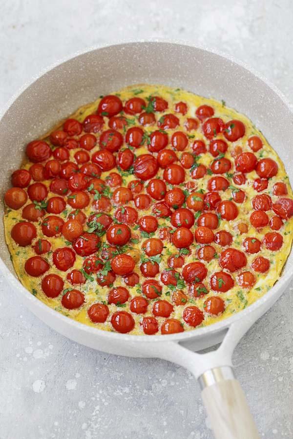 Cherry tomato frittta in a skillet.