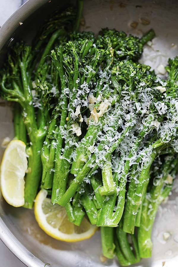 Garlic Parmesan Broccolini - easy and delicious way to cook broccolini! This recipe calls for 5 ingredients and takes only 10 minutes. A perfect side dish for every meal.