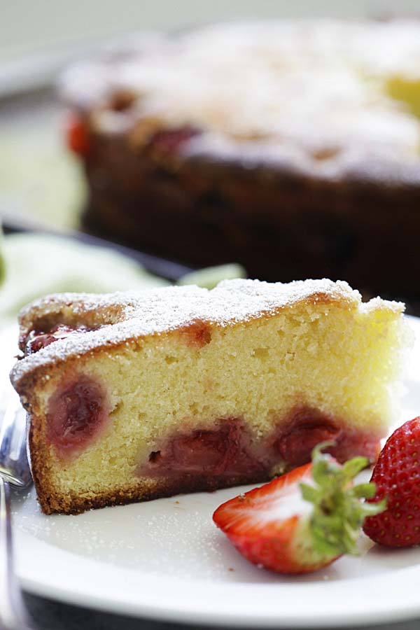 Easy and quick homemade strawberry cake recipe.