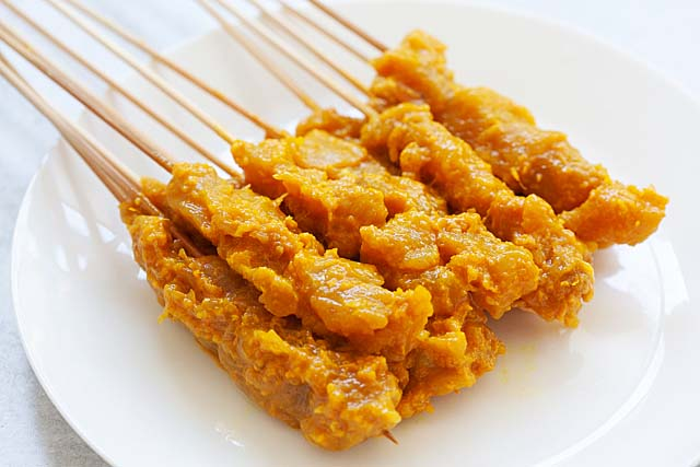 Chicken satay on bamboo skewers, marinated with chicken satay marinade.