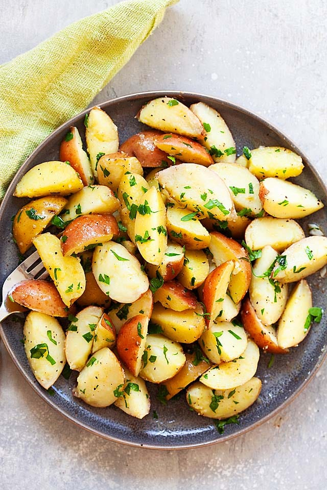 Boiled potato recipe with red potatoes and yellow potatoes on a plate.