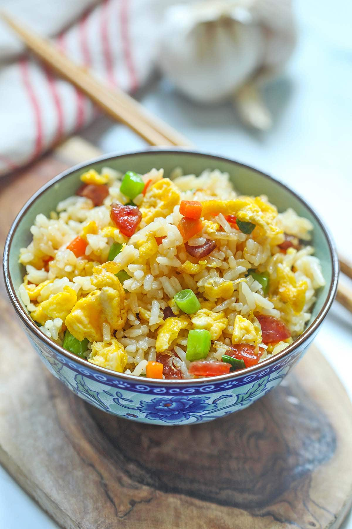 Chinese fried rice in a Chinese bowl.