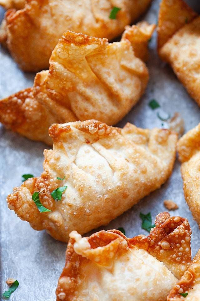 Fried shrimp wontons with mayonnaise dipping sauce.