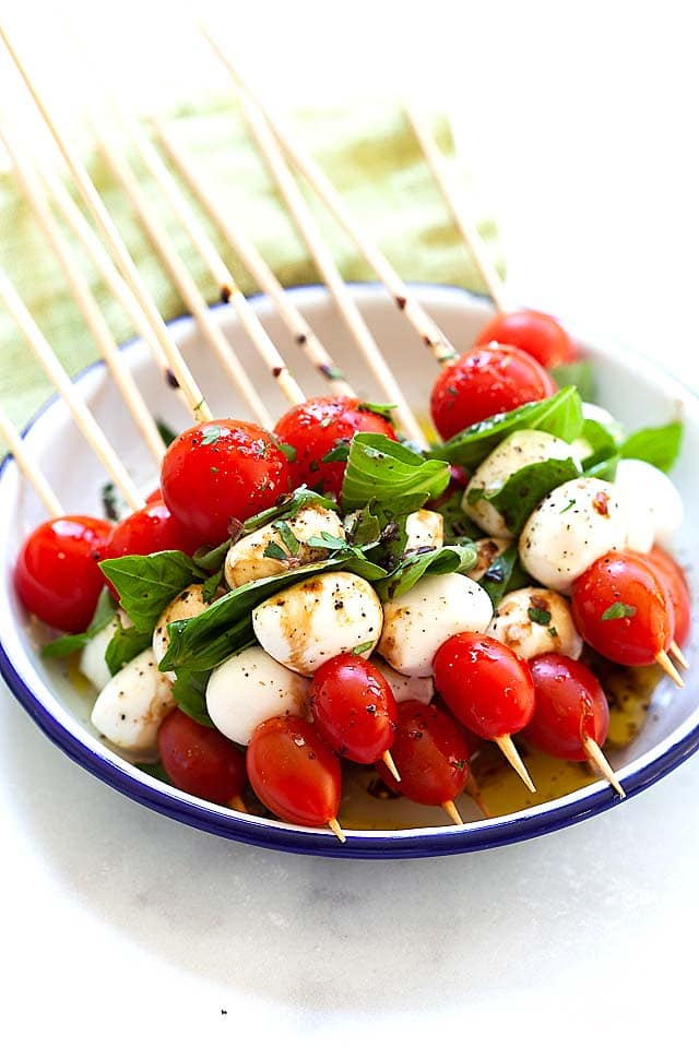 Caprese salad recipe on skewers, making a delicious appetizer.