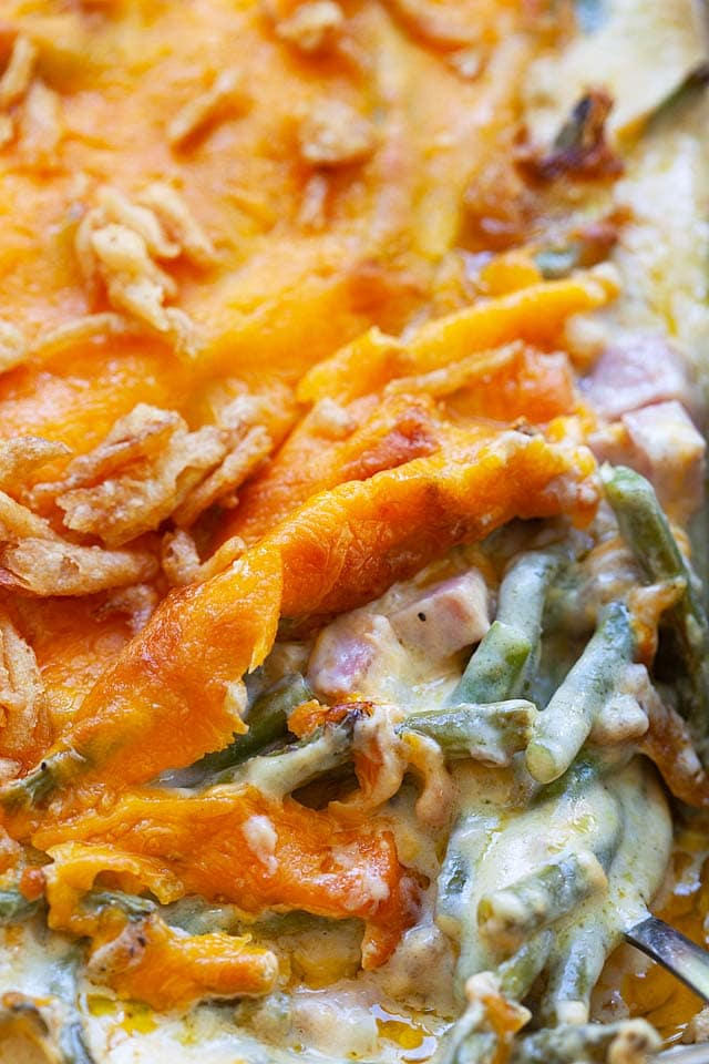 Green bean casserole recipe with French green beans, ham and cheese is healthy.