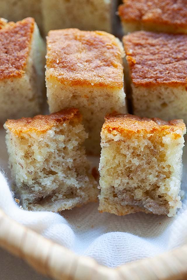 Banana cake recipe with only 5 ingredients.
