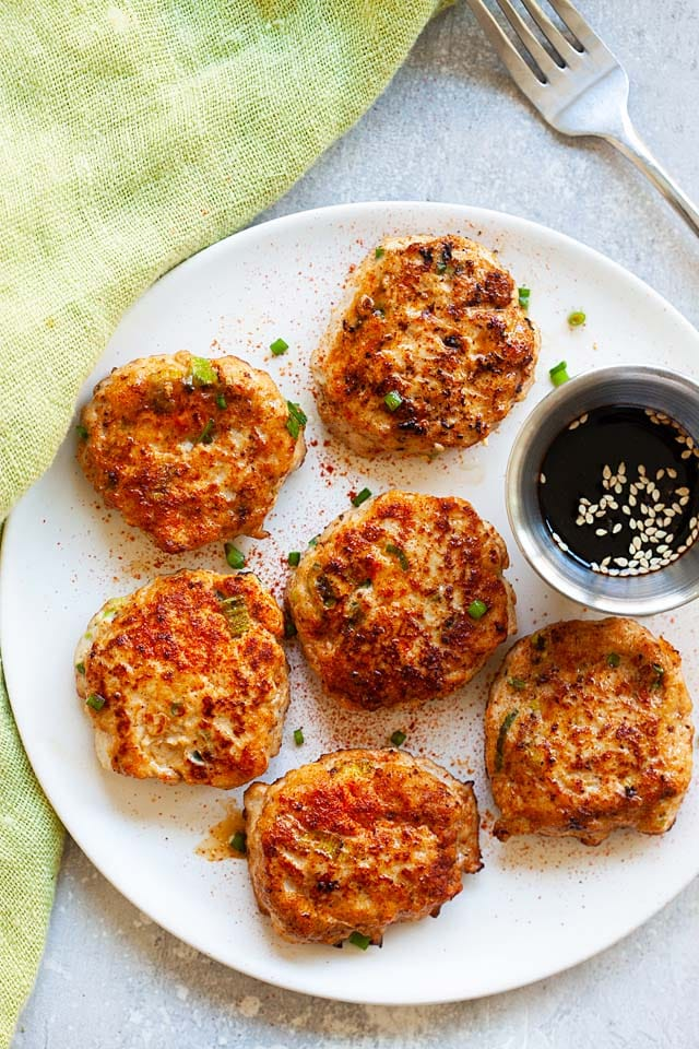 Chicken patties recipe with ground chicken, scallions and seasonings.