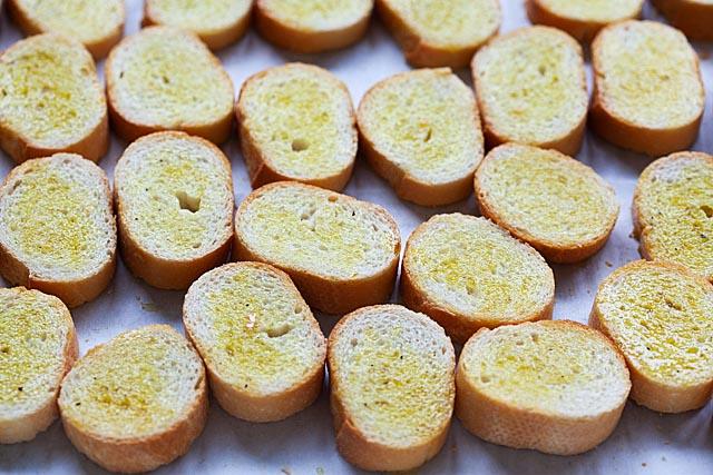 Crostini bread (crostini toast)