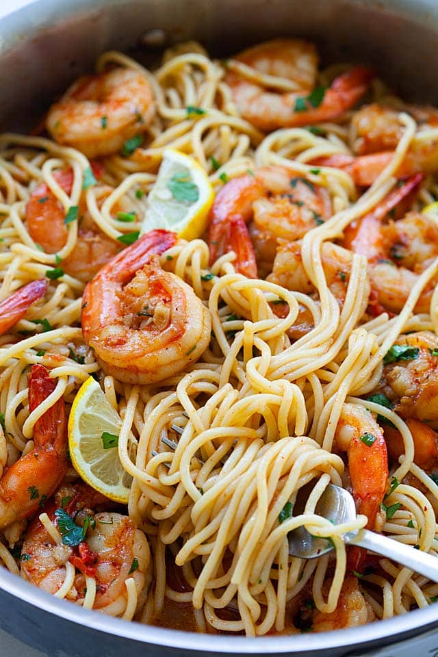 Close up picture of shrimp pasta.