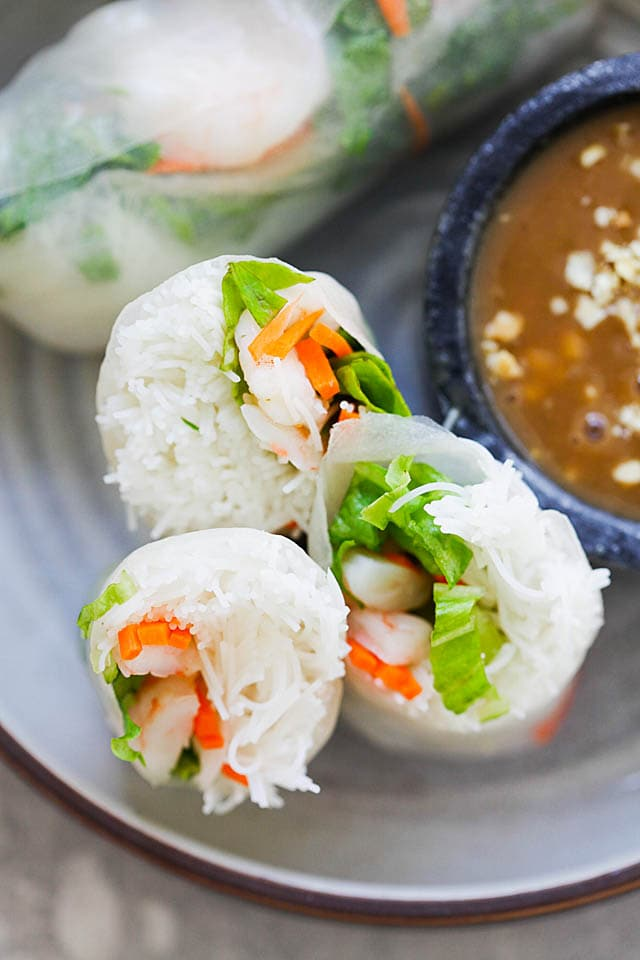 Summer rolls recipe made of Vietnamese rice paper, rice vermicelli, fresh vegetables and shrimp.