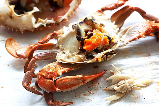 How to eat blue crab.