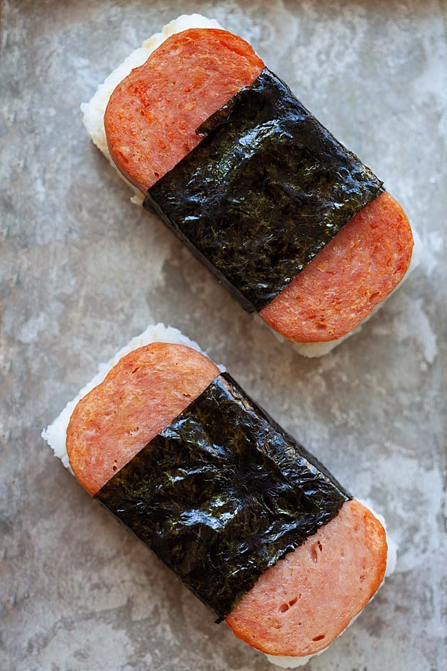 Musubi on a serving tray.