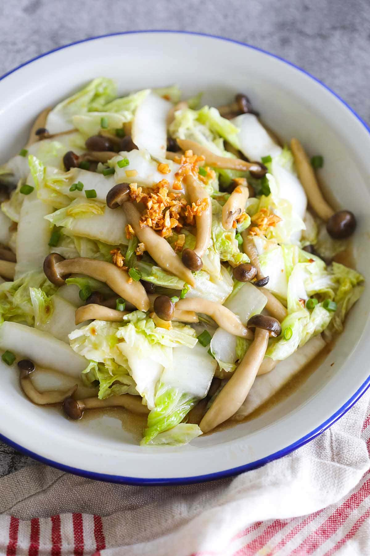 One of the easiest Napa cabbage recipes is Napa cabbage stir fry with mushroom.