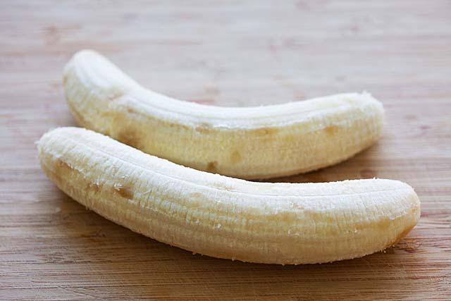 Overripe bananas for fried bananas.