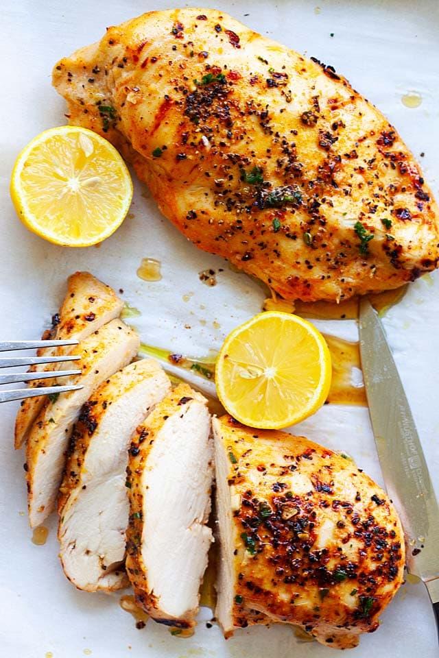 One of the best boneless chicken breast recipes using honey, lemon juice and olive oil.