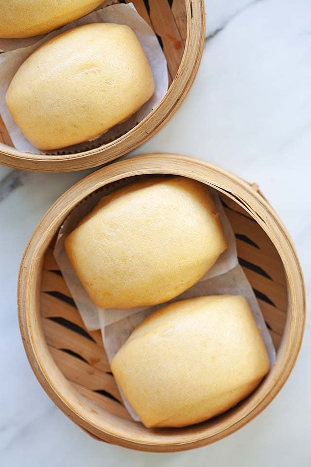 Mantou in a bamboo basket.
