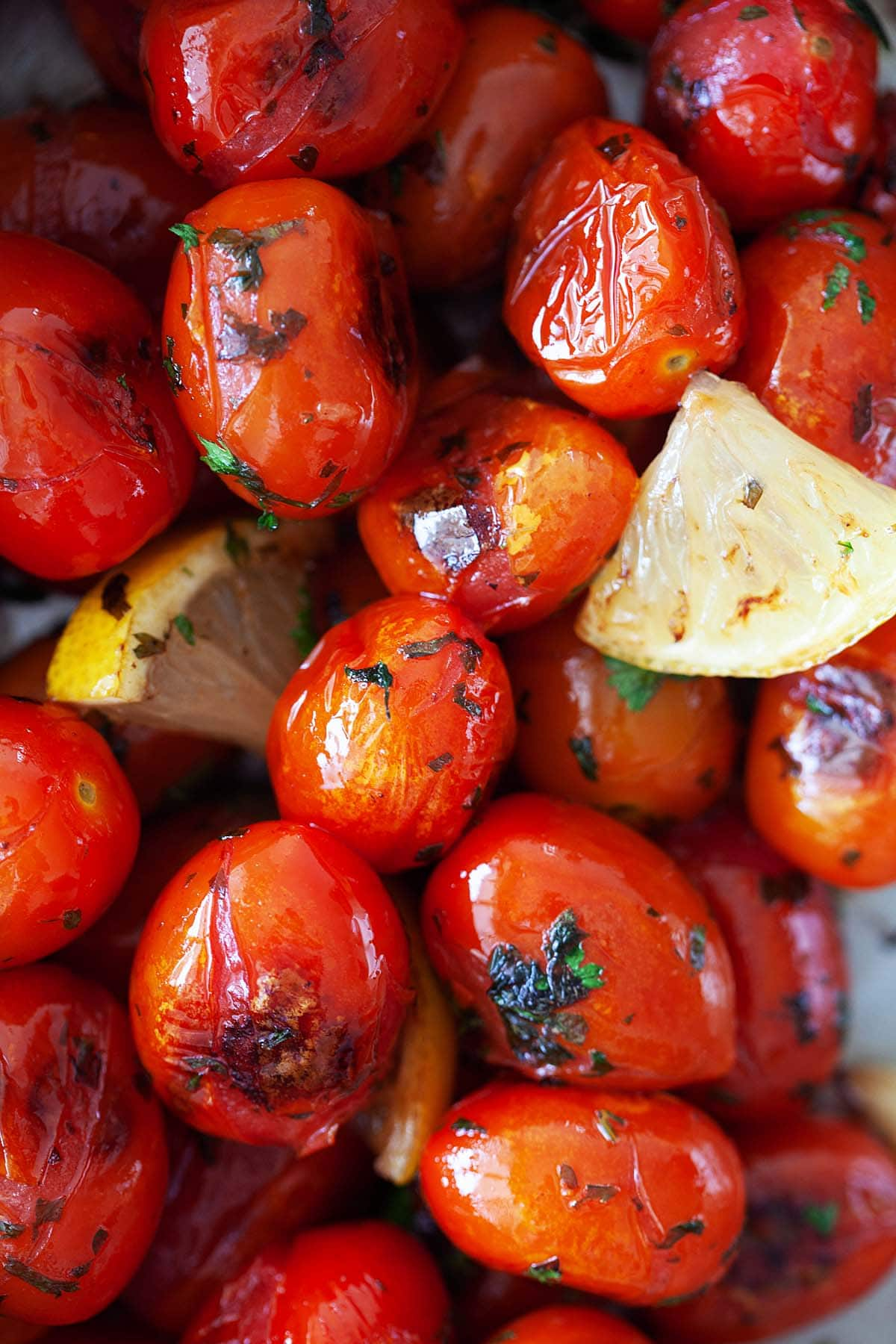 Grilled tomatoes recipe with cherry tomatoes.
