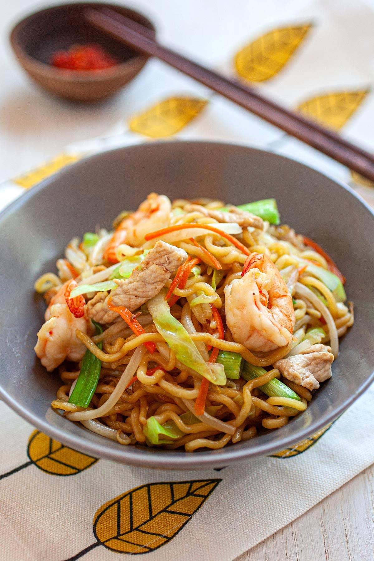 Fresh chow mein noodles.