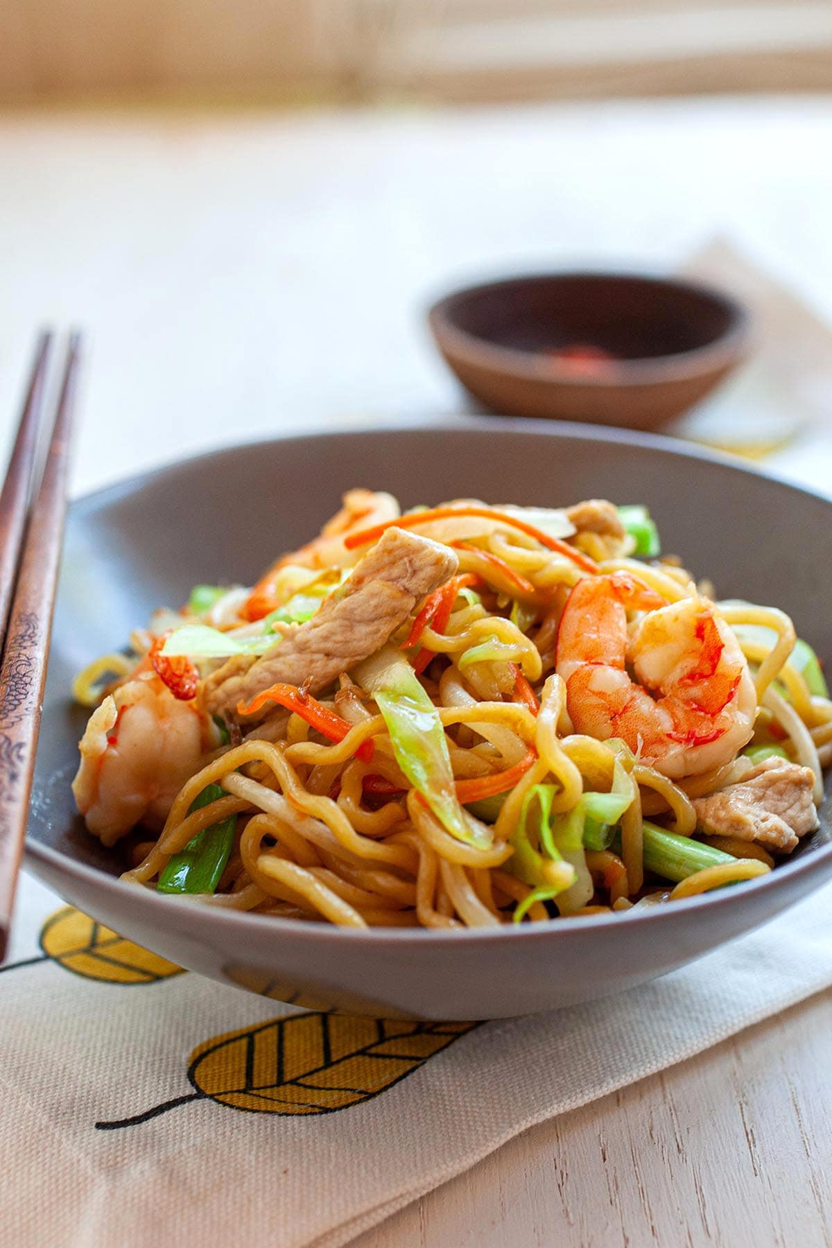Chow mein recipe with chow mein noodles, vegetables and pork.