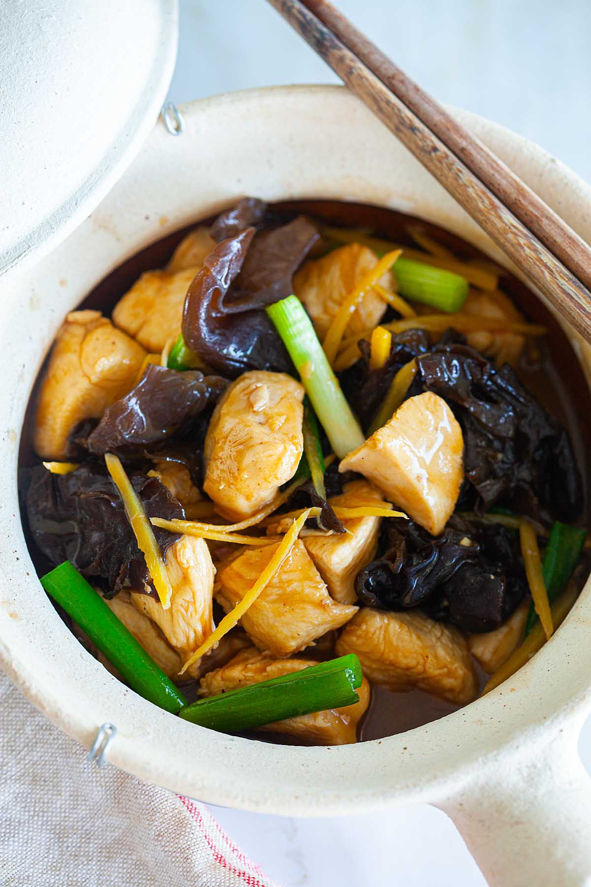 Chicken stew recipe with chicken, black fungus and ginger in brown sauce.