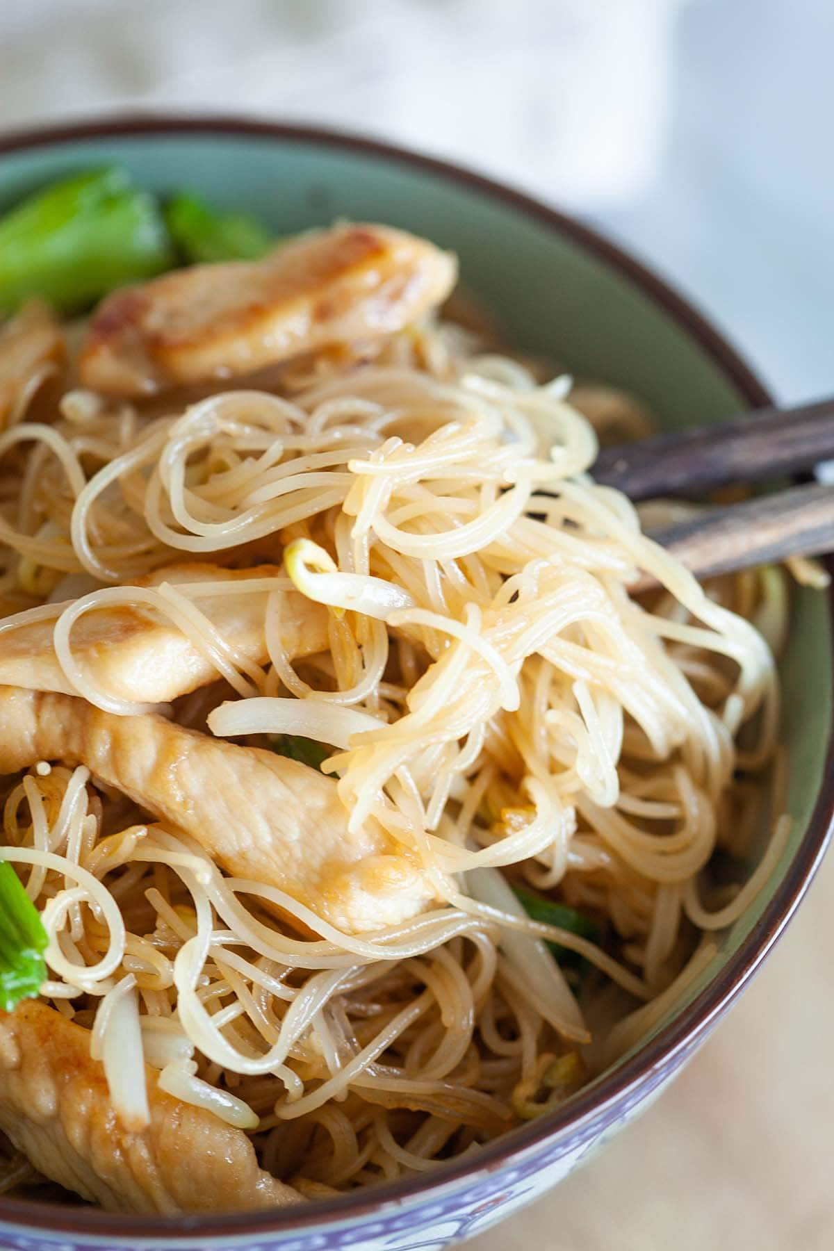 Vermicelli cooked with chicken and vegetables.