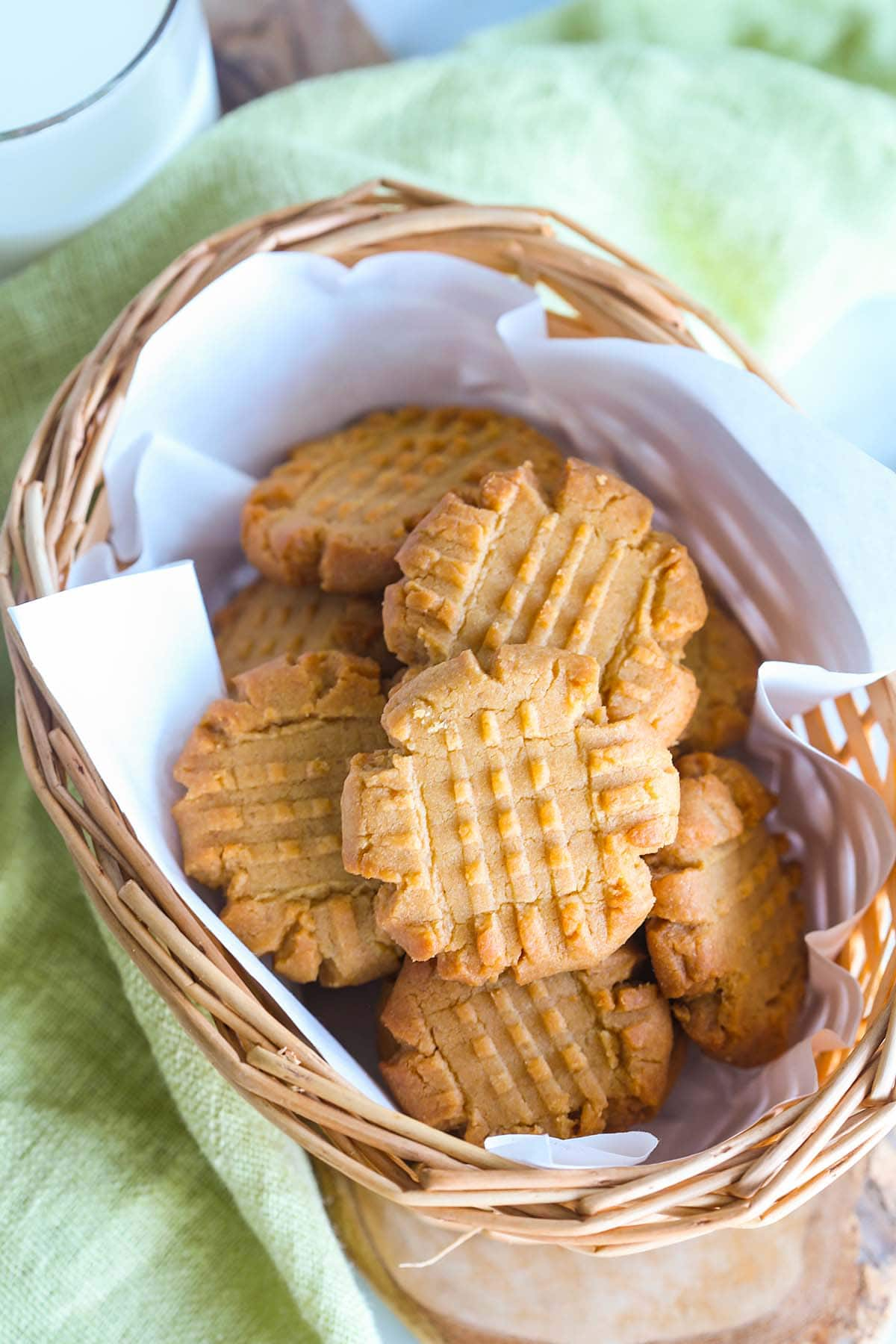 Easy peanut butter cookie recipe with peanut butter, sugar, eggs and flour.