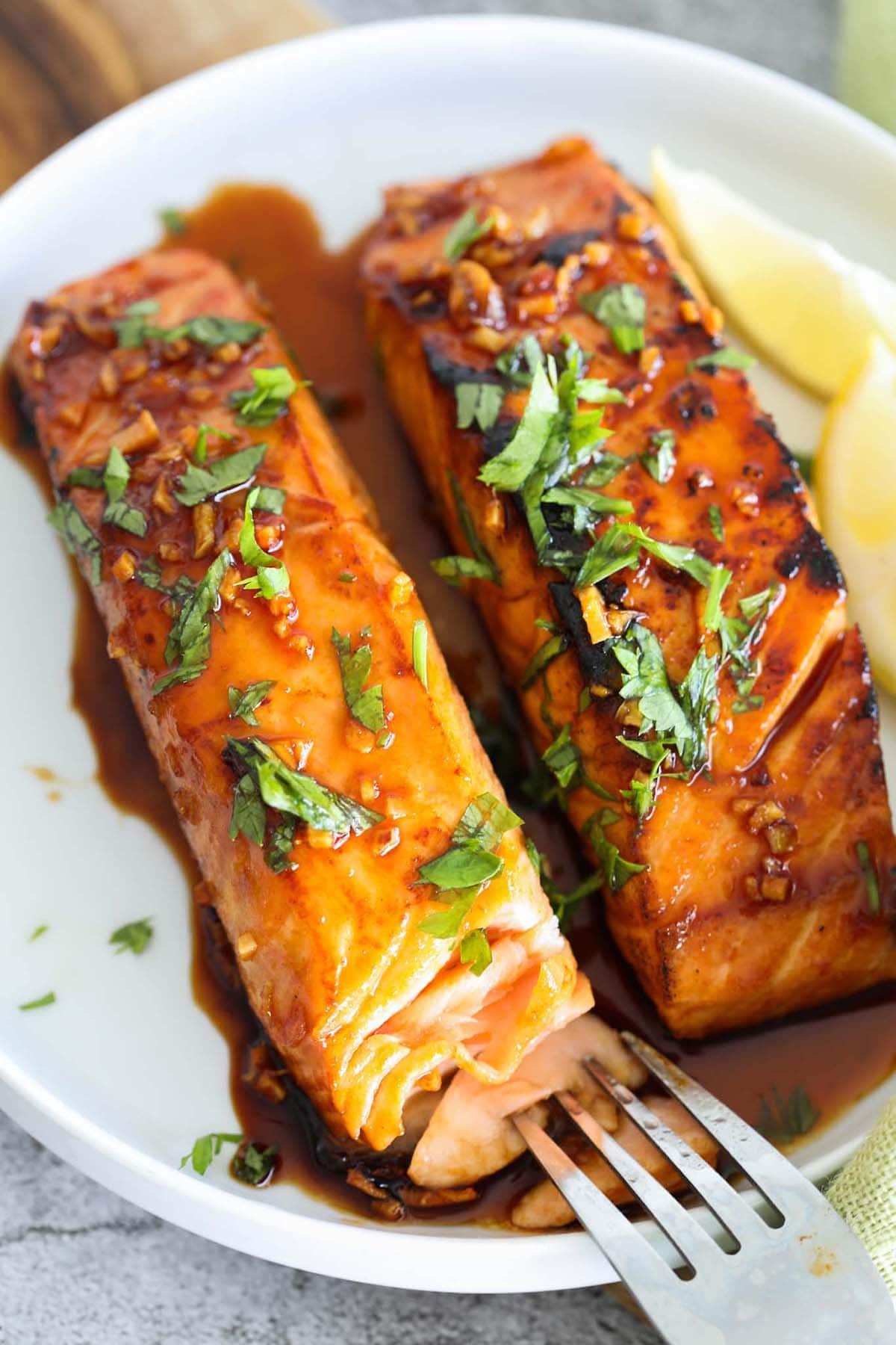 Salmon glaze recipe with honey, sriracha and salmon.