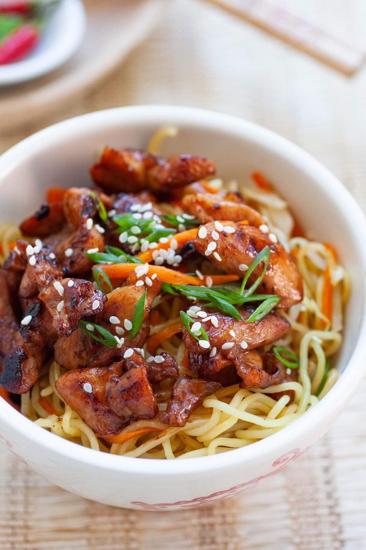 Egg noodles stir-fried in this chicken noodle recipe that is super easy and delicious.