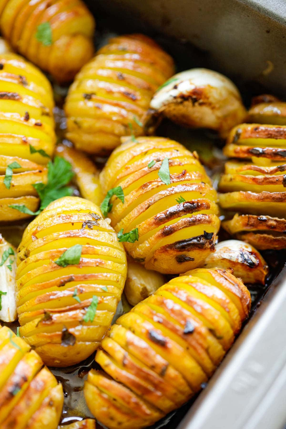 Easy Roasted potatoes with butter, garlic, lemon juice, herbs and honey recipe.