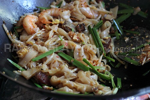 Authentic Penang Char Kuey Teow with step-by-step recipe guide. Char Kuey Teow is a famous Penang hawker food. The best Char Kuey Teow recipe on the web. | rasamalaysia.com