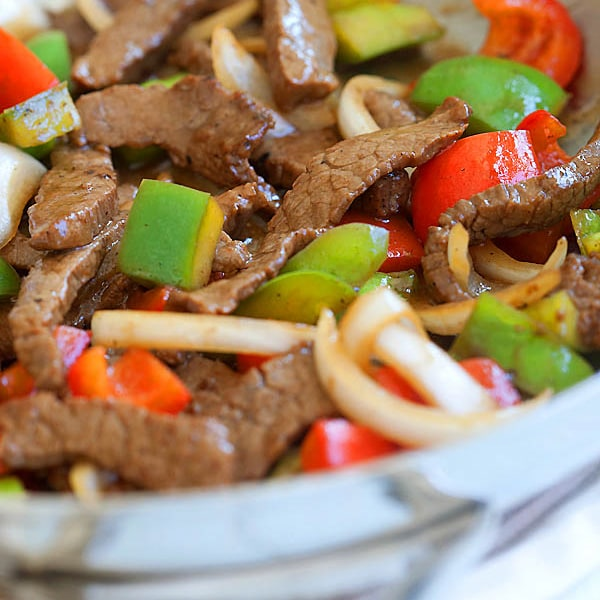 Easy black pepper beef with beef, black pepper and onion. This Chinese black pepper steak and beef takes 20 minutes to make and much better than takeout.   rasamalaysia.com