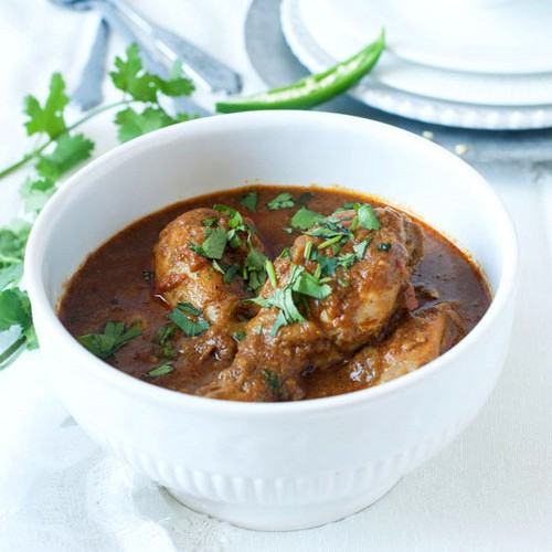 Chicken curry and Indian chicken curry recipe. Easy Indian chicken curry recipe that anyone can make at home. Make a pot of chicken curry now.   rasamalaysia.com