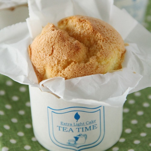 Paper-wrapped Mini Sponge Cake