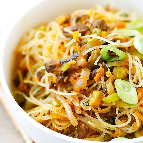 Pumpkin Rice Noodles – delicious rice noodles stir-fried with ground pork and pumpkin. This amazing Taiwanese noodles is very easy to make at home | rasamalaysia.com