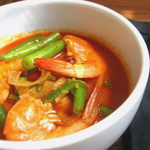 Shrimp and Green Beans Curry Recipe: I am starting a new series of recipes for the busy bees who do not have all the sweet time in the world to cook up a storm in the kitchen on a daily basis. | rasamalaysia.com