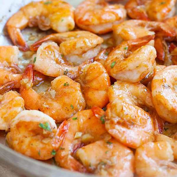Hawaiian Shrimp Scampi - garlic butter sauteed shrimp with lemon juice and white wine. This Hawaiian shrimp scampi recipe is so good | rasamalaysia.com | rasamalaysia.com