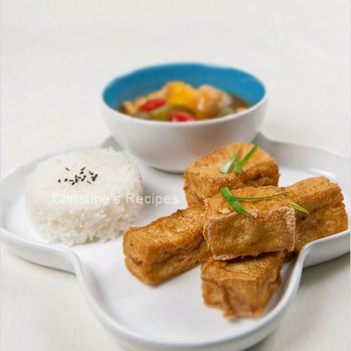 Sweet and Sour fried tofu is a simple and homey Chinese recipe. Easy sweet and sour friend tofu recipe which is delicious as a main dish or appetizer. | rasamalaysia.com