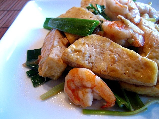 Some of the greatest dishes call for really simple ingredients, such as this Hokkien delicacy 'Stir-fried Bean Curd with Leeks'. Sometimes I like my food very plain, simple, yet nostalgic. | rasamalaysia.com