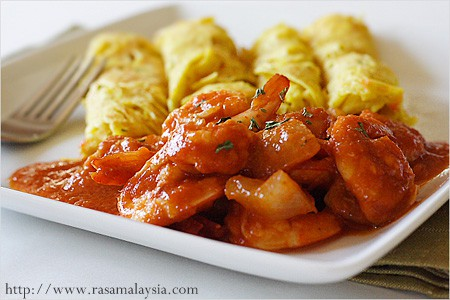 Roti Jala with Sambal Udang (Prawn Sambal)