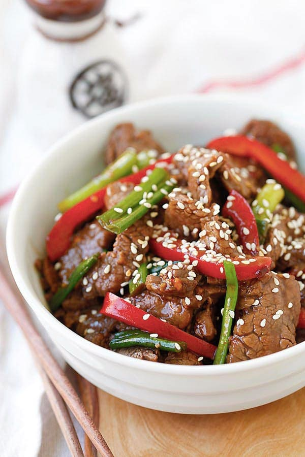 Asian stir-dry sesame Beef in brown sauce in a bowl.