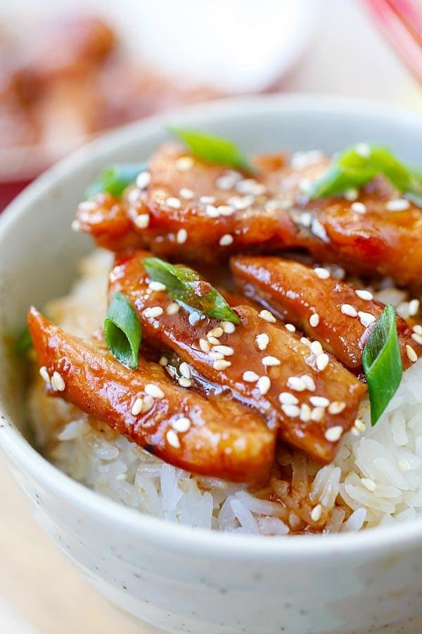 Teriyaki chicken bowl with steamed white rice, teriyaki sauce, white sesame and chopped scallion.