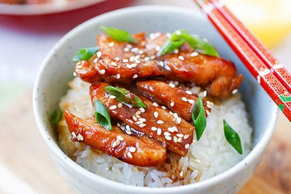 Teriyaki chicken - the most popular Japanese chicken dish. Make teriyaki chicken with this easy 30-min recipe with only four ingredients!! | rasamalaysia.com
