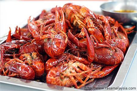 Aromatic and Spicy Crawfish in Shanghai (上海香辣小龙虾)